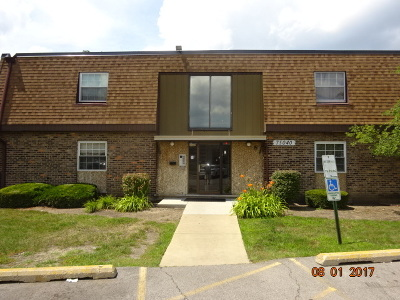 Westmont Condo/Townhouse For Sale: 7s040 Suffield Court #208-D
