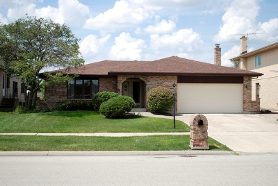 Oak Forest IL Single Family Home For Sale: $229,900