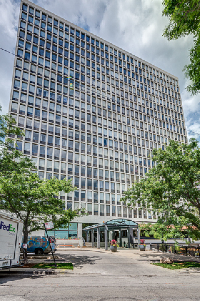 Cook County Condo/Townhouse For Sale: 444 West Fullerton Parkway #1202
