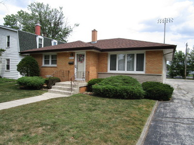 Lansing Single Family Home Contingent: 18441 Chicago Avenue