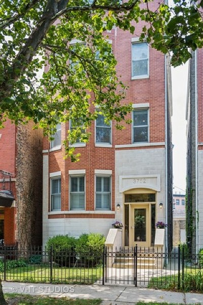 Cook County Condo/Townhouse For Sale: 3752 North Clifton Avenue #2