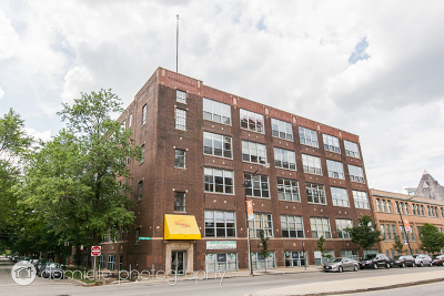Cook County Condo/Townhouse For Sale: 1733 West Irving Park Road #211