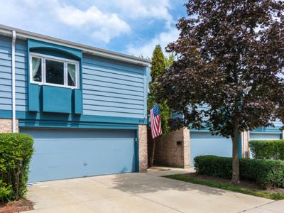Bloomingdale Condo/Townhouse Contingent: 211 Lakeshore Lane