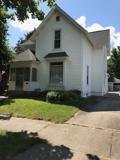 East Dundee IL Single Family Home Contingent: $166,500