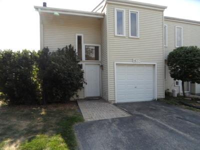Naperville Condo/Townhouse For Sale: 1677 Cove Court