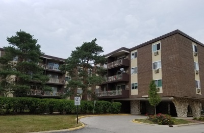 Lombard Condo/Townhouse Contingent: 1321 South Finley Road #404