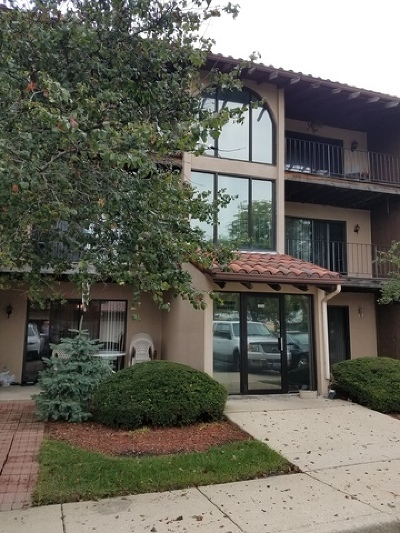 Lombard Condo/Townhouse Contingent: 21w581 North Avenue #4