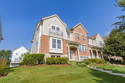 Hanover Park Condo/Townhouse For Sale: 5560 Cloverdale Road