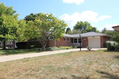 Mount Prospect Single Family Home For Sale: 301 East Berkshire Lane