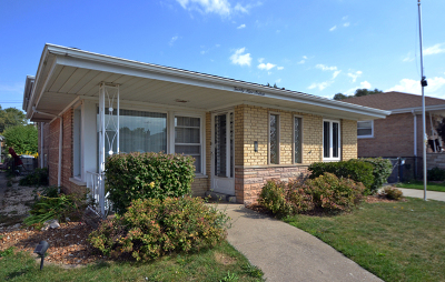 Evergreen Park Single Family Home For Sale: 2916 West 100th Place