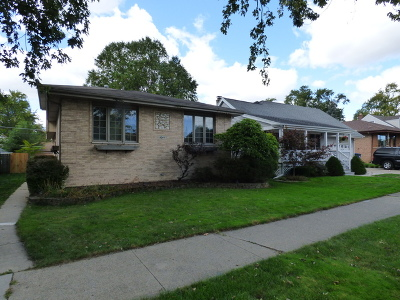 Evergreen Park Single Family Home For Sale: 9244 South Staint Louis Avenue
