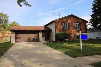 Hanover Park Single Family Home For Sale: 6945 Plumtree Lane