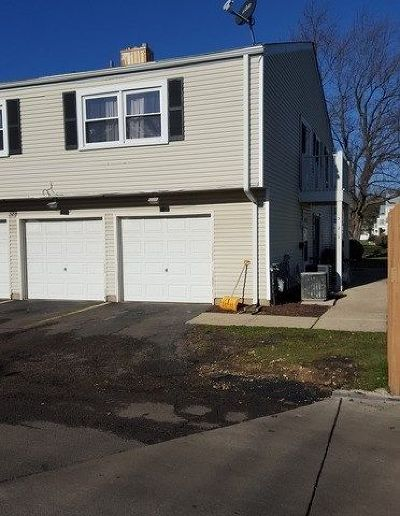 Bartlett IL Condo/Townhouse For Sale: $128,000