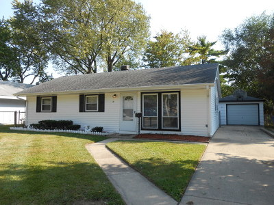 Carpentersville Single Family Home For Sale: 31 Helm Road