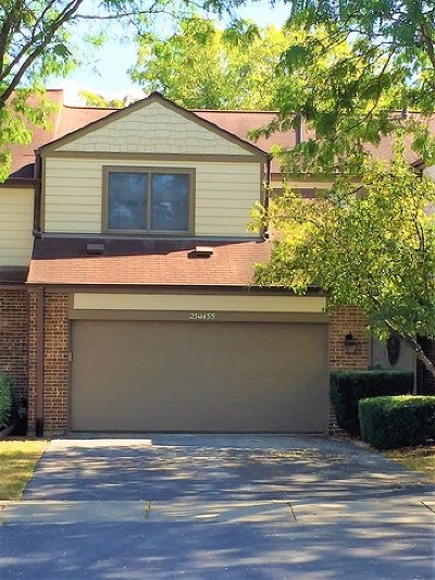 Naperville Condo/Townhouse For Sale: 23w435 Green Trails Drive