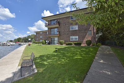 Fox Lake Condo/Townhouse New: 22 North Pistakee Lake Road #2A