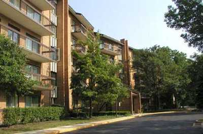Willowbrook Condo/Townhouse Contingent: 601 Lake Hinsdale Drive #210