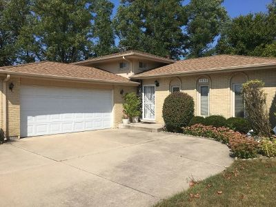 Oak Forest Single Family Home For Sale: 4838 Kimberly Court
