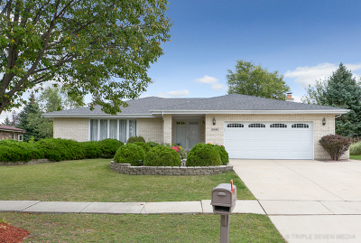 Homer Glen Single Family Home Contingent: 13949 South Teakwood Drive