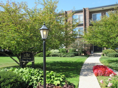 Lake Forest Condo/Townhouse Contingent: 1260 North Western Avenue #310