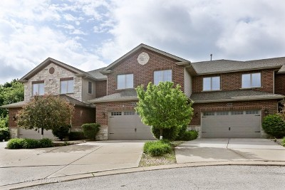 Downers Grove Condo/Townhouse For Sale: 2201 Maple Hill Court