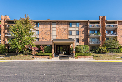 Willowbrook Condo/Townhouse Contingent: 201 Lake Hinsdale Drive #310