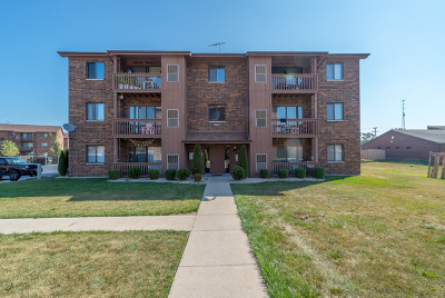 Oak Forest Multi Family Home Contingent: 15824 Peggy Lane