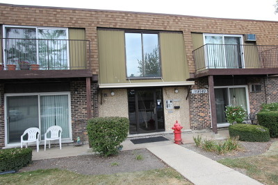 Westmont Condo/Townhouse For Sale: 18w140 Suffield Court #208-G