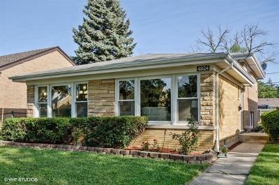 Skokie Single Family Home For Sale: 4924 Birchwood Avenue