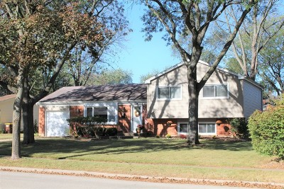 Crystal Lake Single Family Home For Sale: 654 Coventry Lane