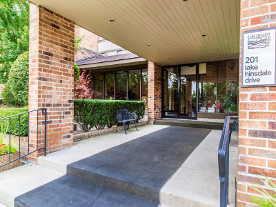 Willowbrook Condo/Townhouse Contingent: 201 Lake Hinsdale Drive #109