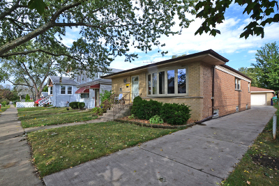 Evergreen Park Single Family Home For Sale: 2712 West 97th Place