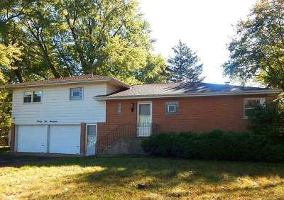 Johnsburg IL Single Family Home For Sale: $179,900