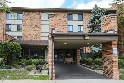 Willowbrook Condo/Townhouse Contingent: 77 Lake Hinsdale Drive #407