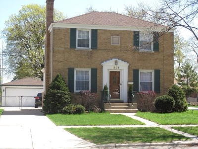 Westchester IL Single Family Home For Sale: $209,900