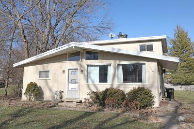 McHenry IL Single Family Home For Sale: $119,500