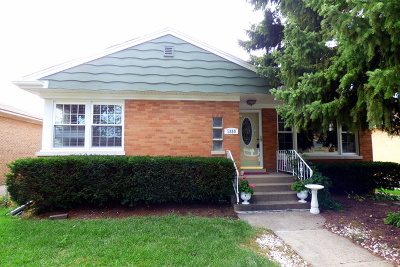 Westchester IL Single Family Home For Sale: $298,000