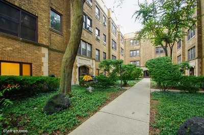 Chicago Condo/Townhouse Contingent: 864 West Barry Avenue #G