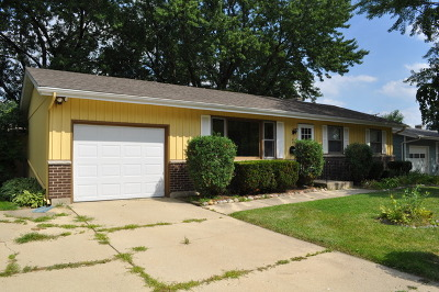 South Elgin Single Family Home Contingent: 481 Martin Drive