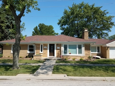 Brookfield Single Family Home For Sale: 2819 Maple Avenue