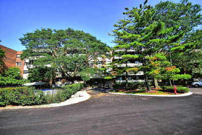 Skokie Condo/Townhouse For Sale: 9242 Gross Point Road #109