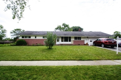 Hoffman Estates Single Family Home For Sale: 585 Newark Lane