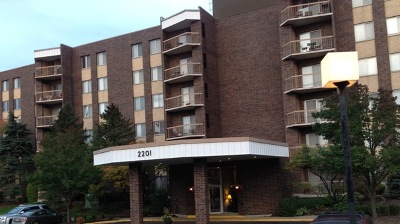 Lombard Condo/Townhouse Contingent: 2201 South Grace Street #204