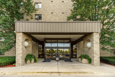 Willowbrook Condo/Townhouse Contingent: 6340 Americana Drive #406