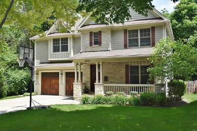 St. Charles Single Family Home For Sale: 1022 Pine Street
