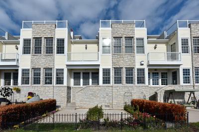Fox Lake Condo/Townhouse For Sale: 147 Manor Lane #B