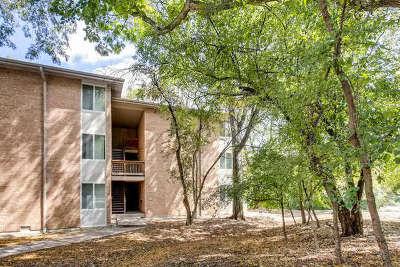 Lisle Condo/Townhouse Contingent: 5821 Oakwood Drive #B