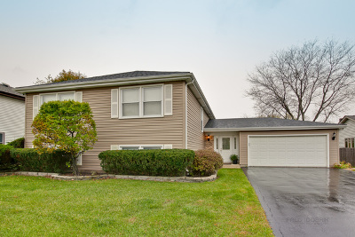 Lake Zurich Single Family Home For Sale: 35 East Harbor Drive