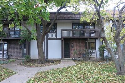 Hanover Park Condo/Townhouse For Sale: 5712 Tiburon Court