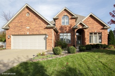Shorewood Single Family Home For Sale: 600 Rollingwood Drive